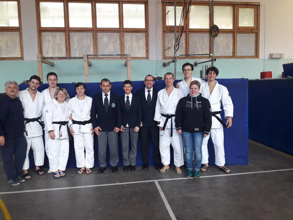 Judoka con cinture nere